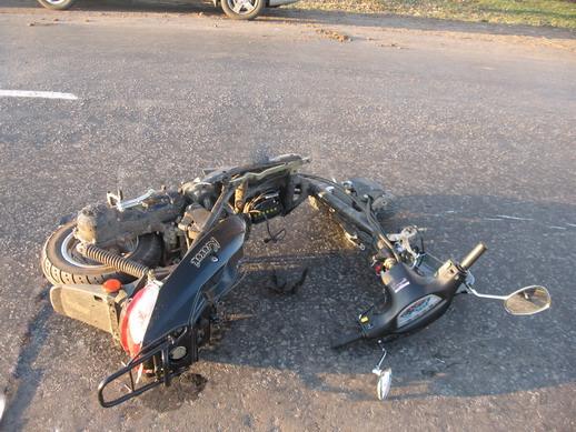 ВВоронежской области пострадал шофёр мопеда в итоге серьёзного ДТП