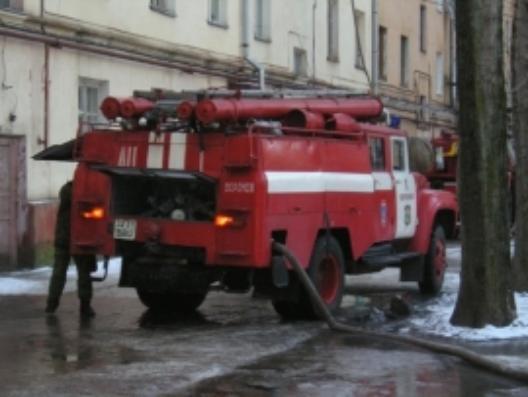 ВВоронеже дюжина пожарных тушила возгорание вмногоквартирном доме