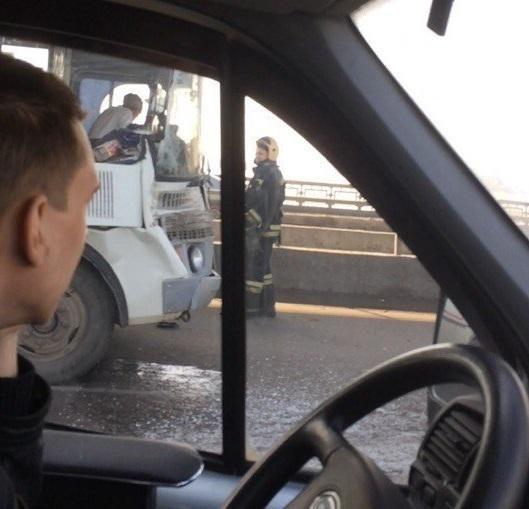 Два человека пострадали в итоге столкновения автобуса и грузового автомобиля вВоронеже
