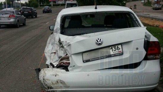 ВВоронеже маршрутка протаранила припаркованную у«Динамо» иномарку