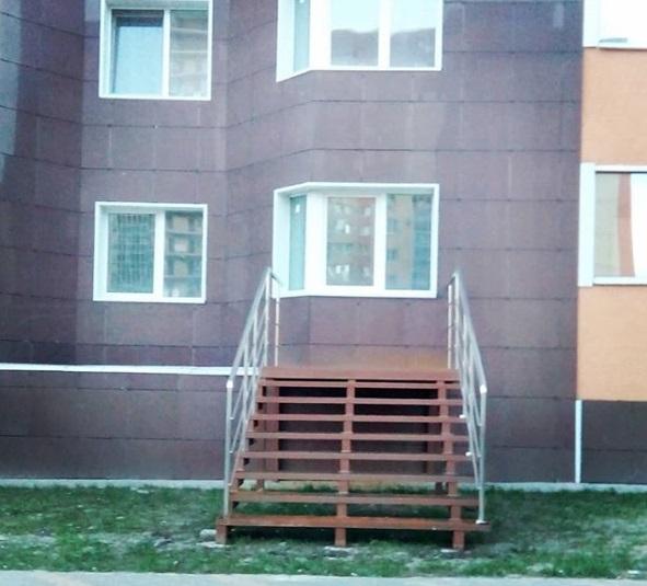 Безумное архитектурное решение сфотографировали у дома в Воронеже