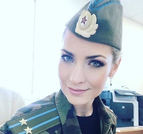 Фото блондинки в военной форме, просмотр порно роликов с финалом