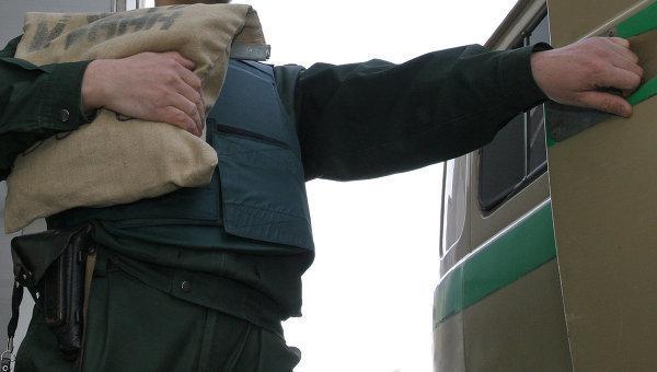Вооруженные братья украли у инкассаторов 308 тысяч рублей под Воронежем