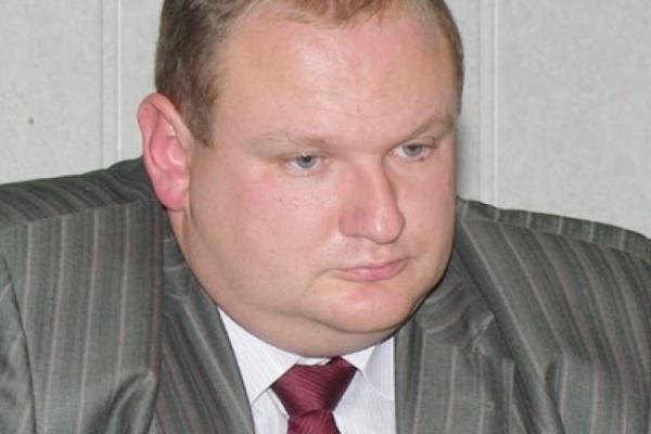 Живший на 100 руб в день депутат Дмитрий Крутских стал жировать