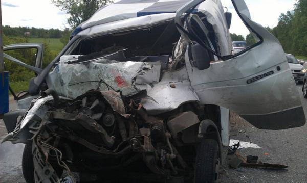Под Воронежем шофёр «ГАЗели» умер встолкновении с Фольксваген Passat