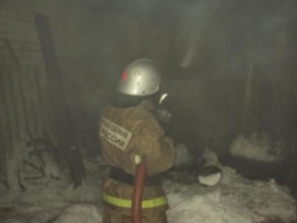 Пожарный и15-летний парень спасли изгорящего дома четверых маленьких детей