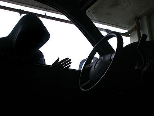 В Воронеже сотрудник автосервиса угнал машину клиента, устроил ДТП и сбежал