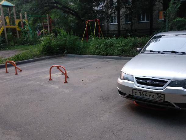 Массовый захват парковки во дворах «лягушками» возмутил жителей Воронежа