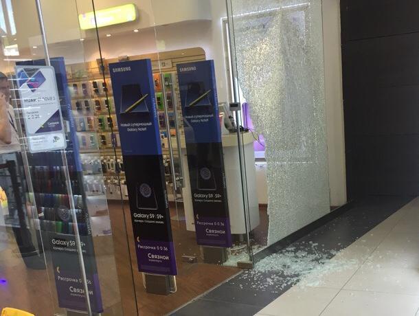 Последствия разгрома магазина смартфонов сняли в Воронеже