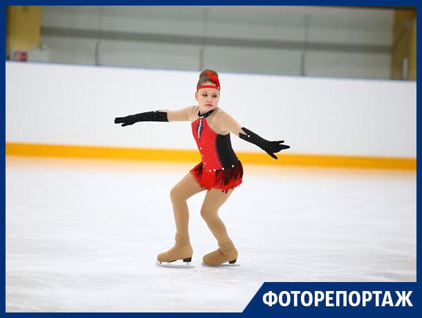 Ледяную грацию показали юные фигуристы в Воронеже
