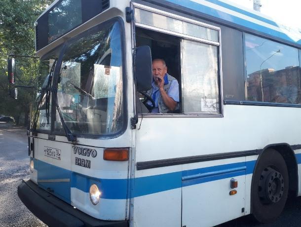 Воронежцы застукали маршрутчика в пути за вредными действиями