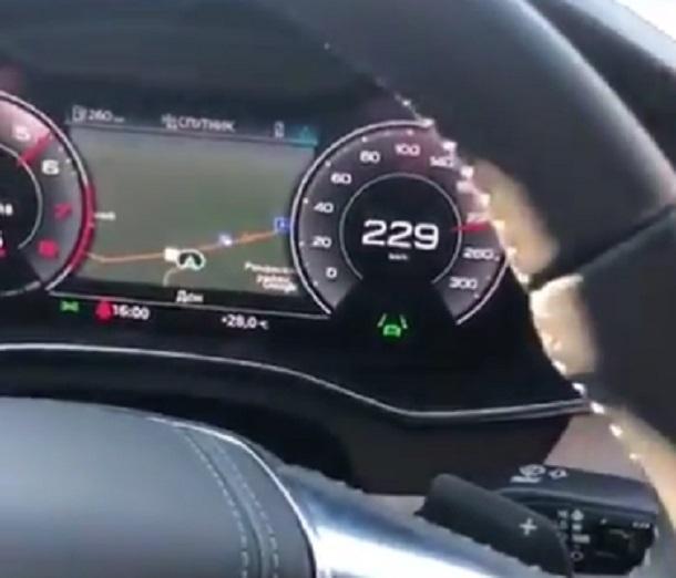 Водитель на ходу снял, как разгоняется до 230 км/ч под Воронежем