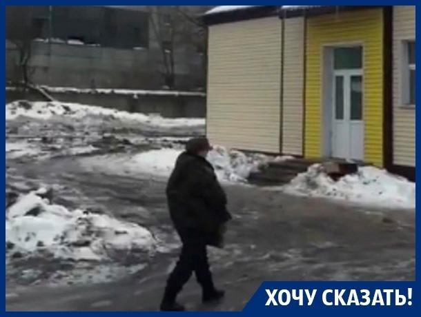Больных раком пускают по полосе препятствий к больнице в Воронеже