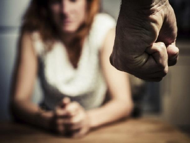 Ревнивый воронежец жестоко избил супругу на глазах у ребенка