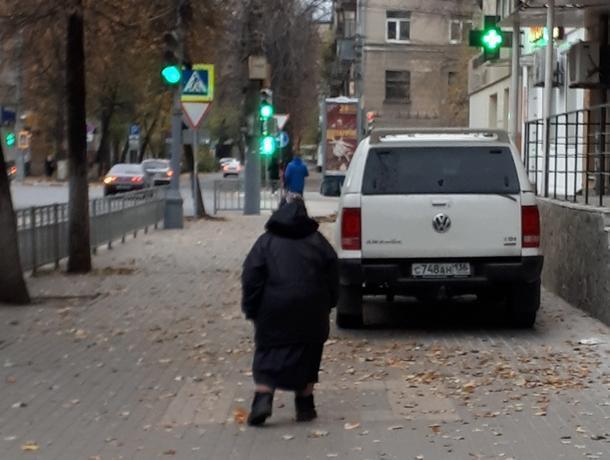 Внедорожник сдали в ГИБДД за дерзкий уход от платных парковок в Воронеже