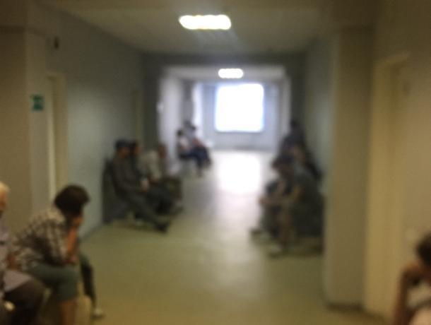 Воронежцы больше суток стоят в очередях в поликлиниках
