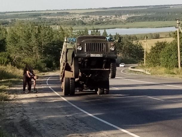 Воронежцы сравнили вставший на дыбы грузовик с Оптимусом Праймом