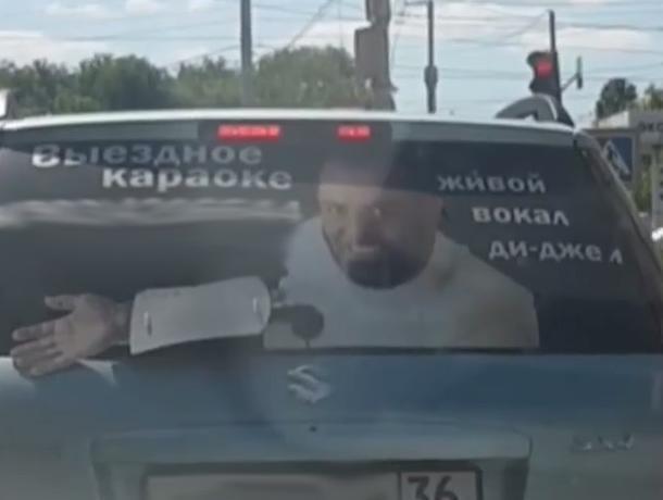 Михаил Шуфутинский рекламирует выездное караоке в Воронеже