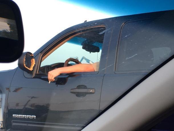 Зеркальную пепельницу аккуратного автомобилиста показали на фото в Воронеже