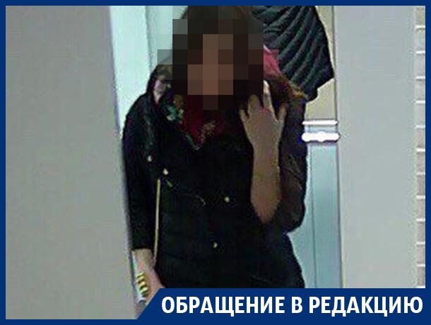 Воронежцев возмутила миловидная девушка, загадившая рвотными массами подъезд в ЖК