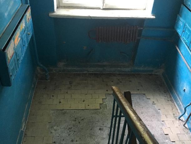 Позорный ремонт подъезда воронежской многоэтажки показали на фото