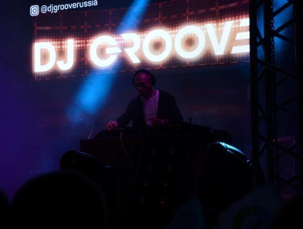DJ Грув привез с собой в Воронеж девушек в бикини