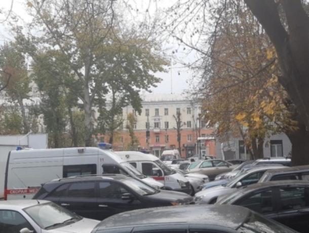 В Воронеже парковочные халявщики «выгнали» со стоянки машины скорой помощи