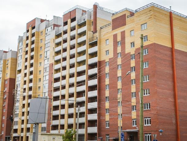 В Воронеже из окна шестнадцатого этажа выпала девушка