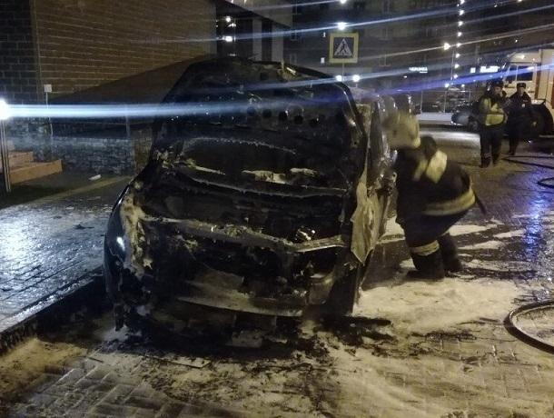 Иномарки, сгоревшие в ЖК «Олимпийский» в Воронеже, принадлежали борцу с коррупцией в полиции