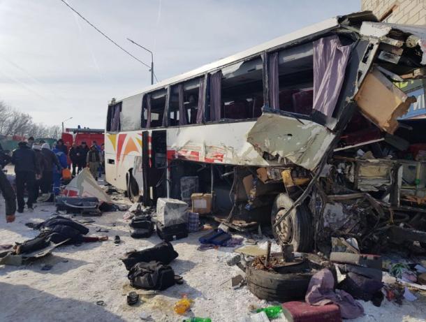 5 пострадавших при ДТП савтобусом под Воронежем остаются в клинике