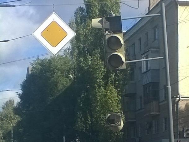 «Подставу» от светофора показали на Левом берегу Воронежа