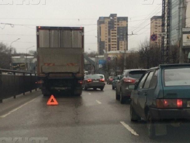 Московский проспект Воронежа встал в огромной дождевой пробке