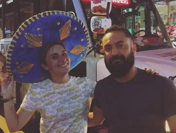 Картонный мексиканский фанат затмил настоящего в Воронеже