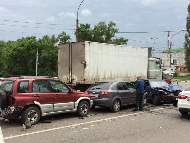 Пьяный воронежец разбил четыре машины и свою голову