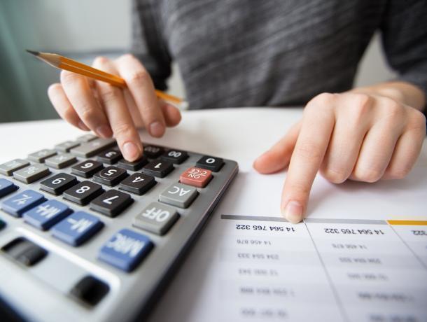 Воронежский главный бухгалтер завысила себе зарплату на 219 тысяч рублей