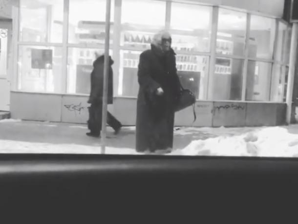 Воронежцы пристыдили автора видео с насмешкой над бабушкой