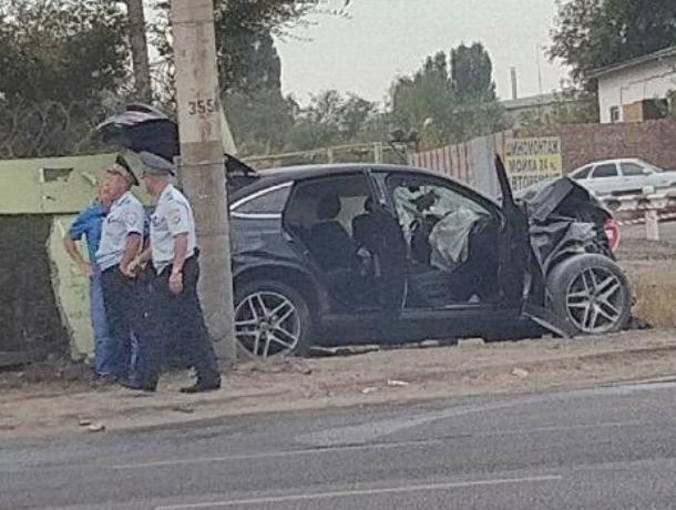 Mercedes за 6 млн рублей разбили всмятку в Воронеже
