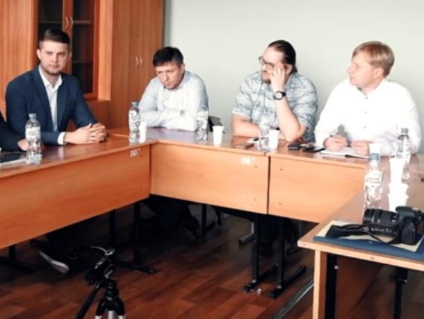 Противники и сторонники платных парковок в Воронеже нашли общие проблемы