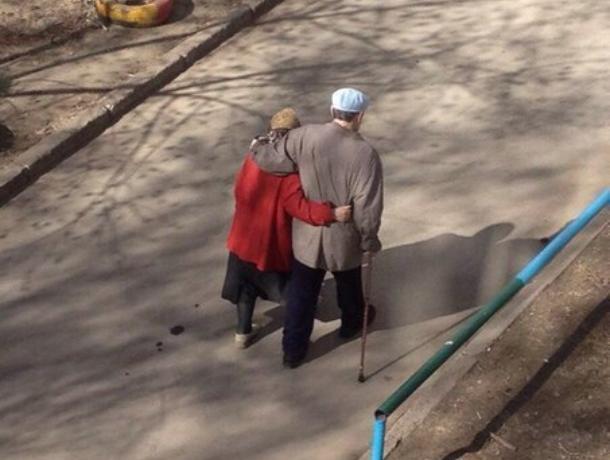 В Воронеже сфотографировали нестареющих душой влюбленных