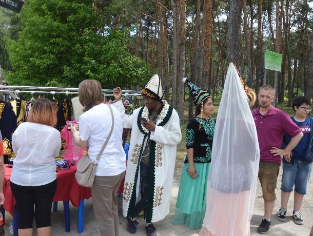 Африканский киргиз стал звездой праздника в Воронеже