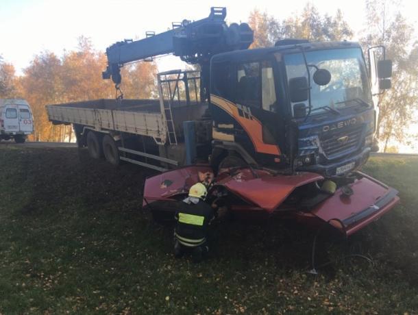 Под Воронежем водитель погиб в раздавленной манипутятором «семерке»