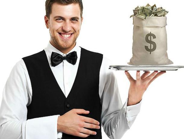 Зарплата воронежских официантов рухнула почти в два раза