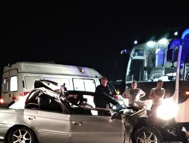 Момент страшного столкновения фуры и иномарки попал на видео в Воронеже