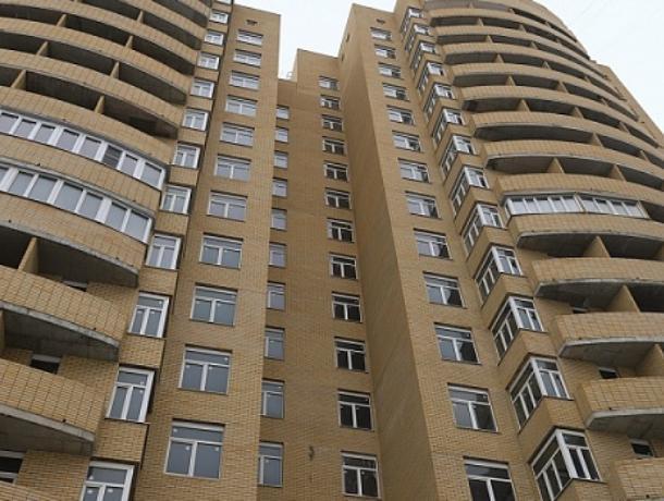В Воронеже житель многоэтажки поливает мочой соседей