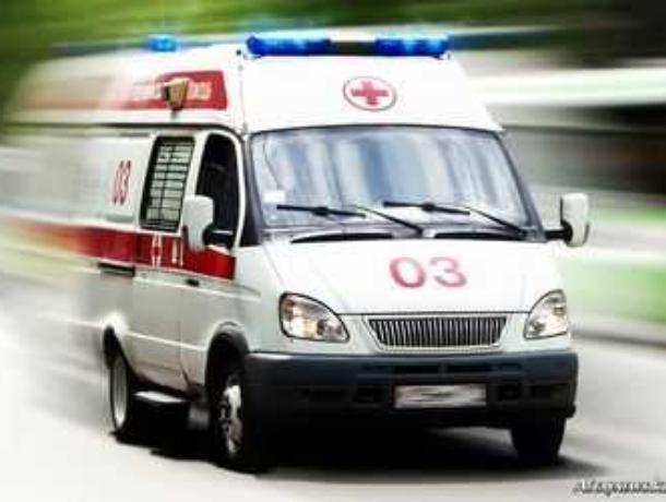 75-летний воронежец, выпавший из окна, скончался по дороге в больницу