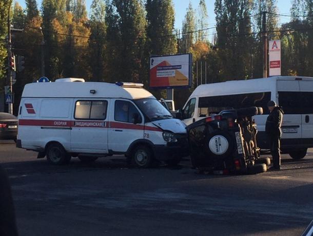 В Воронеже «скорая» с пациентом столкнулась с Suzuki