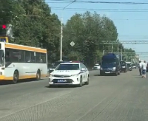 Проезд кортежа с важными чиновниками сняли в Воронеже