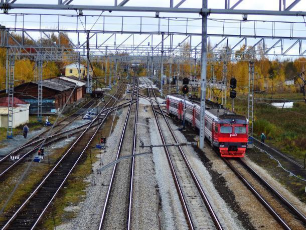 В Воронежской области поезд насмерть сбил подростка в капюшоне