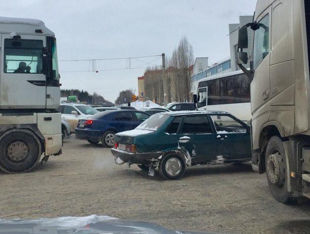В Воронеже водитель заменил собой неработающий светофор