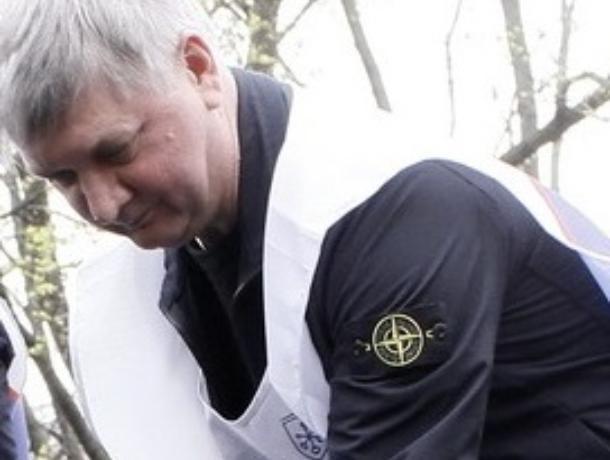 Воронежского губернатора заметили в люксовой куртке футбольных хулиганов